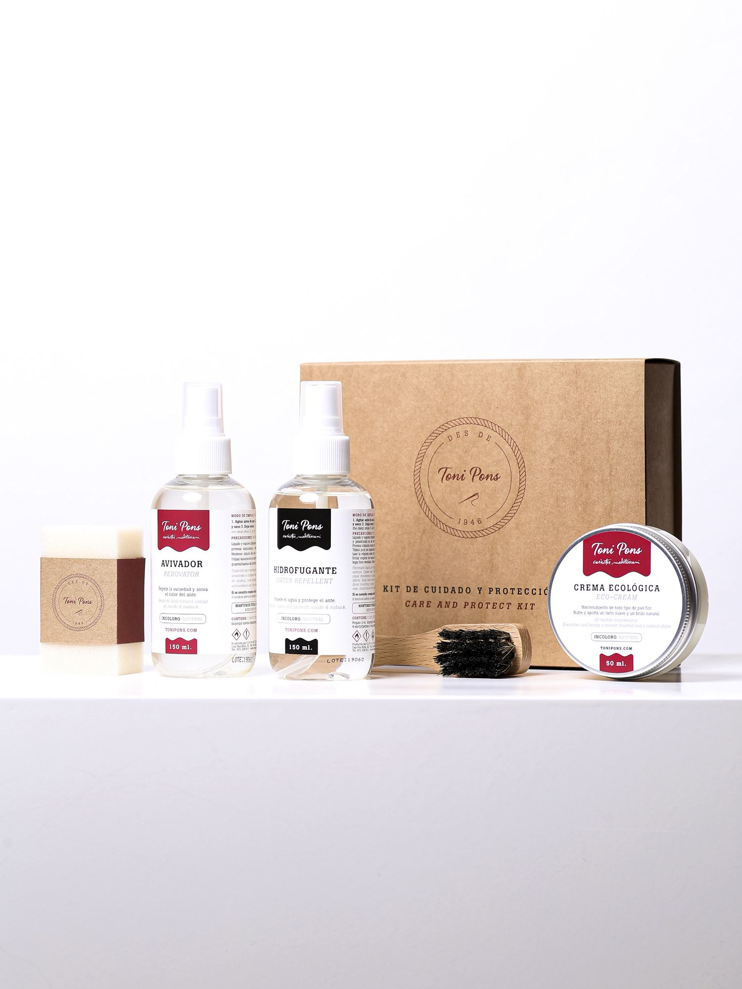KIT COMPLET - Complete kit of leather and suede shoe care products.